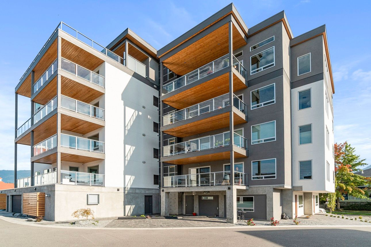 Main Photo: 302 131 Northeast Harbourfront Drive in Salmon Arm: HARBOURFRONT House for sale (NE SALMON ARM)  : MLS®# 10217134