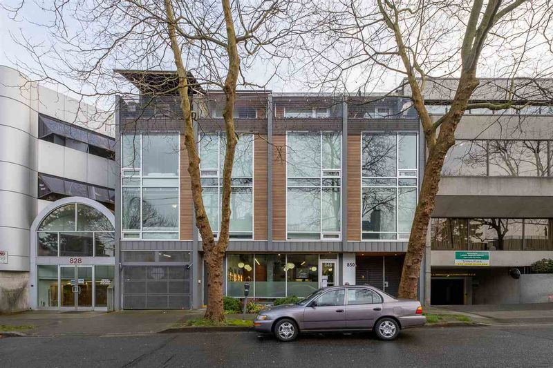 FEATURED LISTING: 4 - 850 8TH Avenue West Vancouver