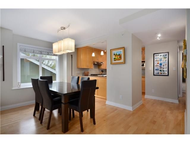 Photo 4: Photos: 2585 W 8TH Avenue in Vancouver: Kitsilano Townhouse for sale (Vancouver West)  : MLS®# V1002578