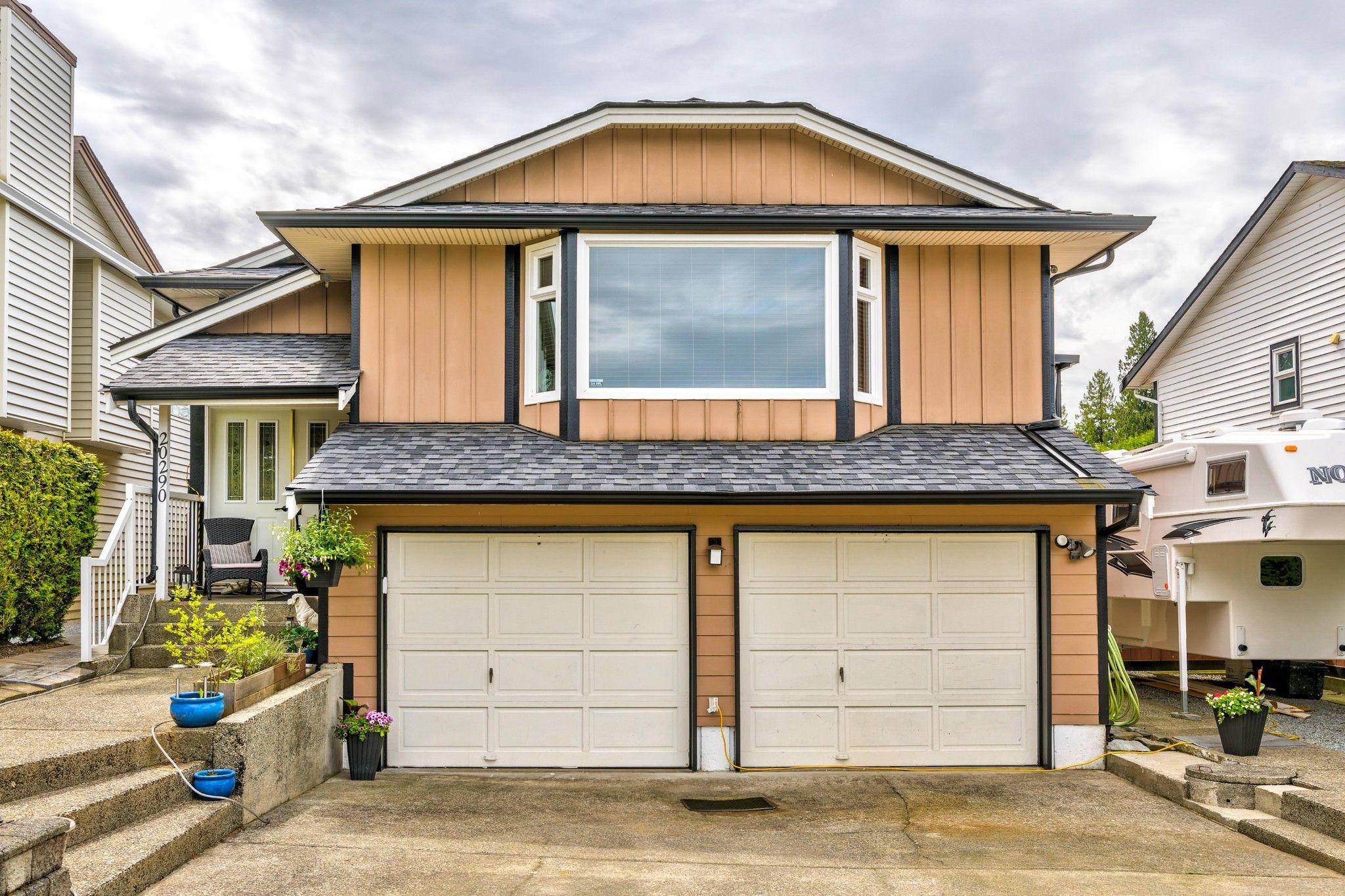 Photo 2: Photos:  in : Southwest Maple Ridge House for sale (Maple Ridge)  : MLS®# R2455980