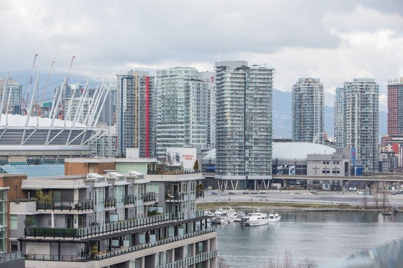 """Main Photo: 1201 88 W 1ST Avenue in Vancouver: False Creek Condo for sale in """"The One"""" (Vancouver West)  : MLS®# R2460479"""