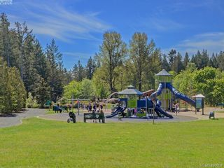 Photo 15: 949 Glen Willow Pl in : La Glen Lake House for sale (Langford)  : MLS®# 871320