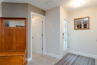 """Photo 4: 11 15563 MARINE Drive: White Rock Condo for sale in """"Oceanview Terrace"""" (South Surrey White Rock)  : MLS®# R2513794"""