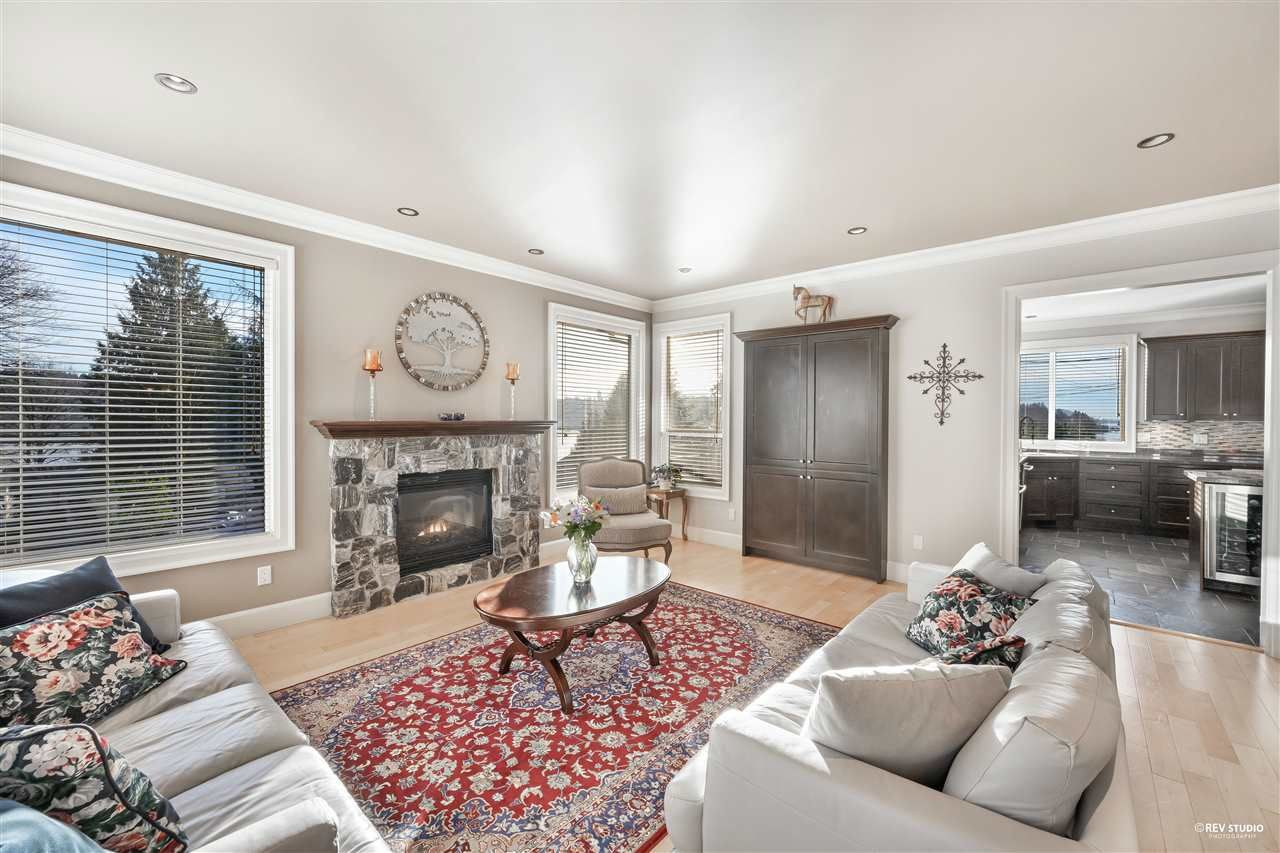 Photo 9: Photos: 645 IOCO Road in Port Moody: North Shore Pt Moody House for sale : MLS®# R2537725