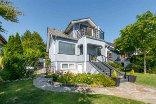 Photo 1: 522 E 5TH Street in North Vancouver: Lower Lonsdale House for sale : MLS®# R2492206