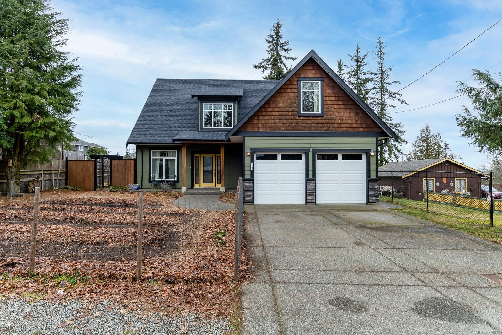 Main Photo: 2700 Ambleside Ave in : CV Cumberland House for sale (Comox Valley)  : MLS®# 869976
