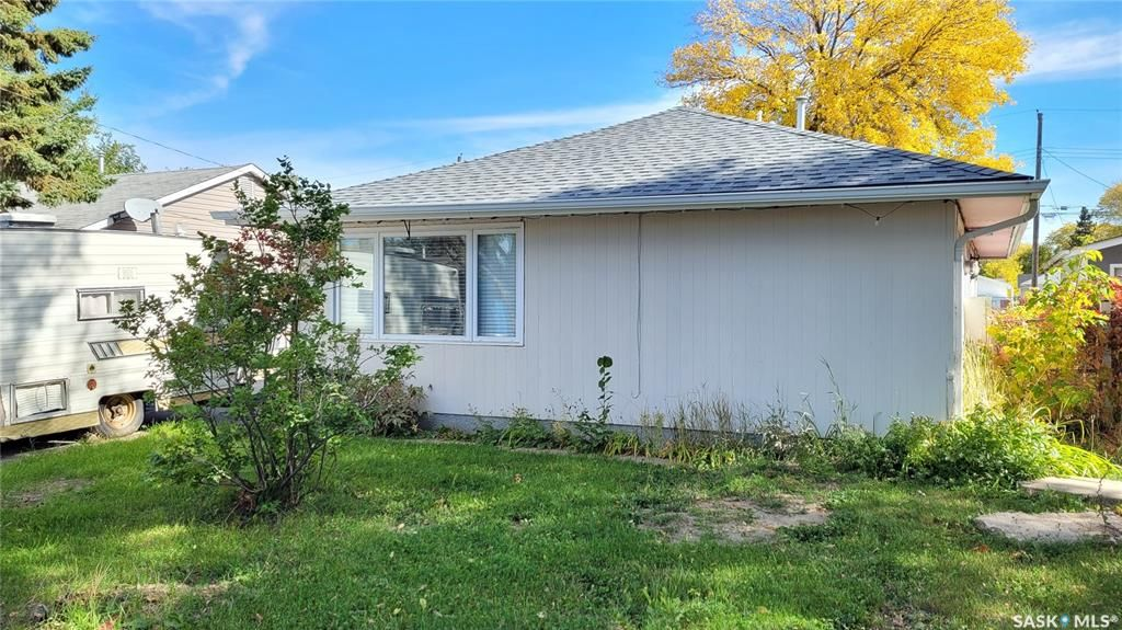 Main Photo: 910 U Avenue North in Saskatoon: Mount Royal SA Residential for sale : MLS®# SK871311