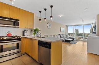 """Photo 3: 1506 39 SIXTH Street in New Westminster: Downtown NW Condo for sale in """"Quantum"""" : MLS®# R2575471"""