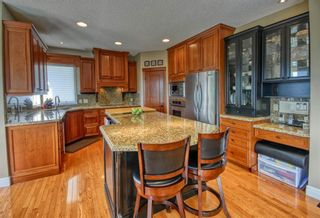 Photo 4: 103 MT ASSINIBOINE Circle SE in Calgary: McKenzie Lake Detached for sale : MLS®# A1119422