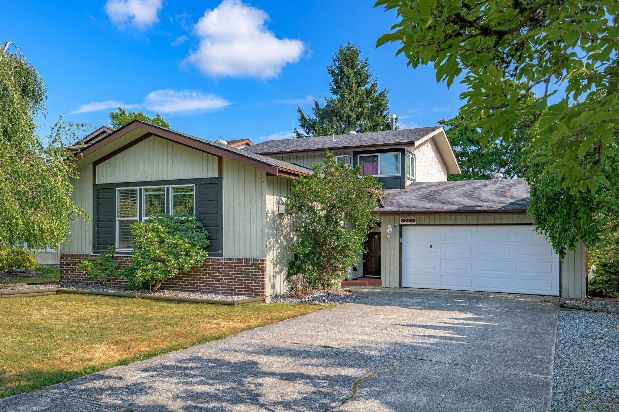 Main Photo: 19522 63 Avenue in Surrey: Clayton House for sale (Cloverdale)  : MLS®# R2600110