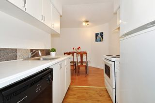 """Photo 9: 311 9847 MANCHESTER Drive in Burnaby: Cariboo Condo for sale in """"Barclay Woods"""" (Burnaby North)  : MLS®# R2317069"""
