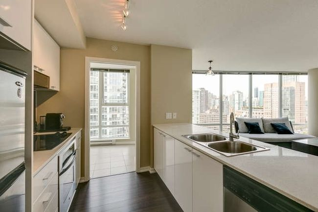 Photo 6: Photos: 2303 602 CITADEL Parade in Vancouver West: Downtown VW Home for sale ()  : MLS®# R2078141