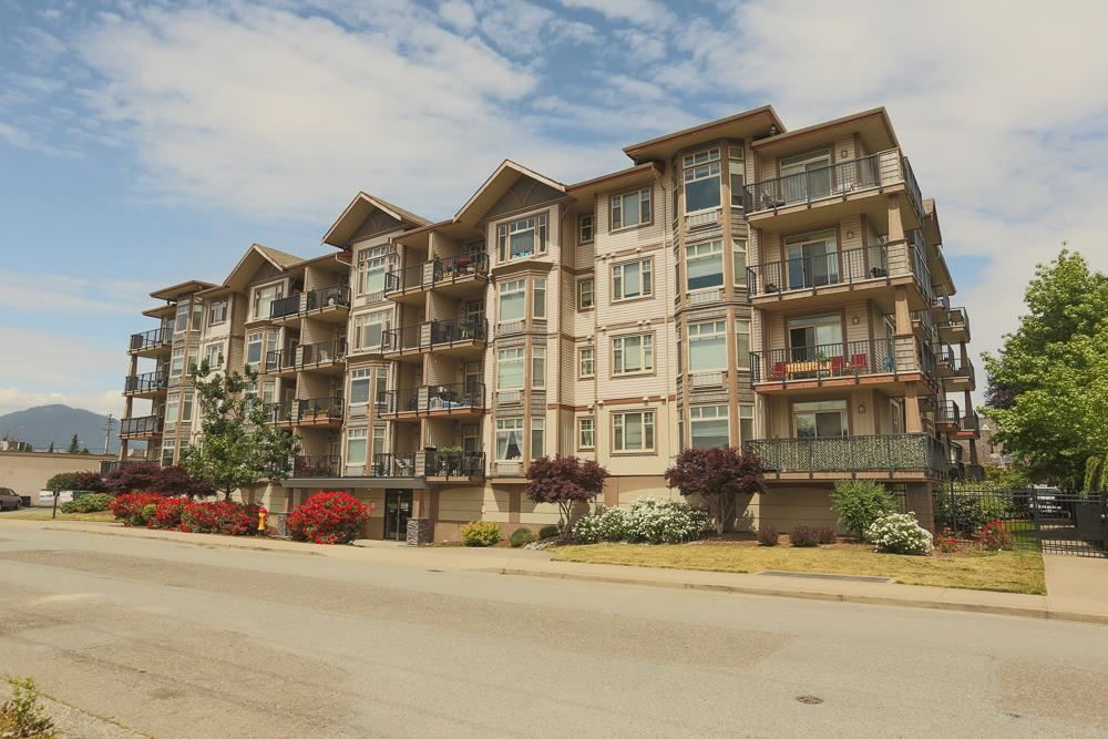 """Main Photo: 309 46021 SECOND Avenue in Chilliwack: Chilliwack E Young-Yale Condo for sale in """"THE CHARLESTON"""" : MLS®# R2591938"""