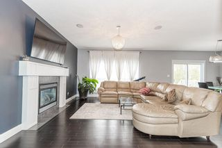 Photo 10: 1436 CHAHLEY Place in Edmonton: Zone 20 House for sale : MLS®# E4245265