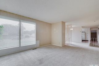 Photo 2: 6 Spinks Drive in Saskatoon: West College Park Residential for sale : MLS®# SK869610
