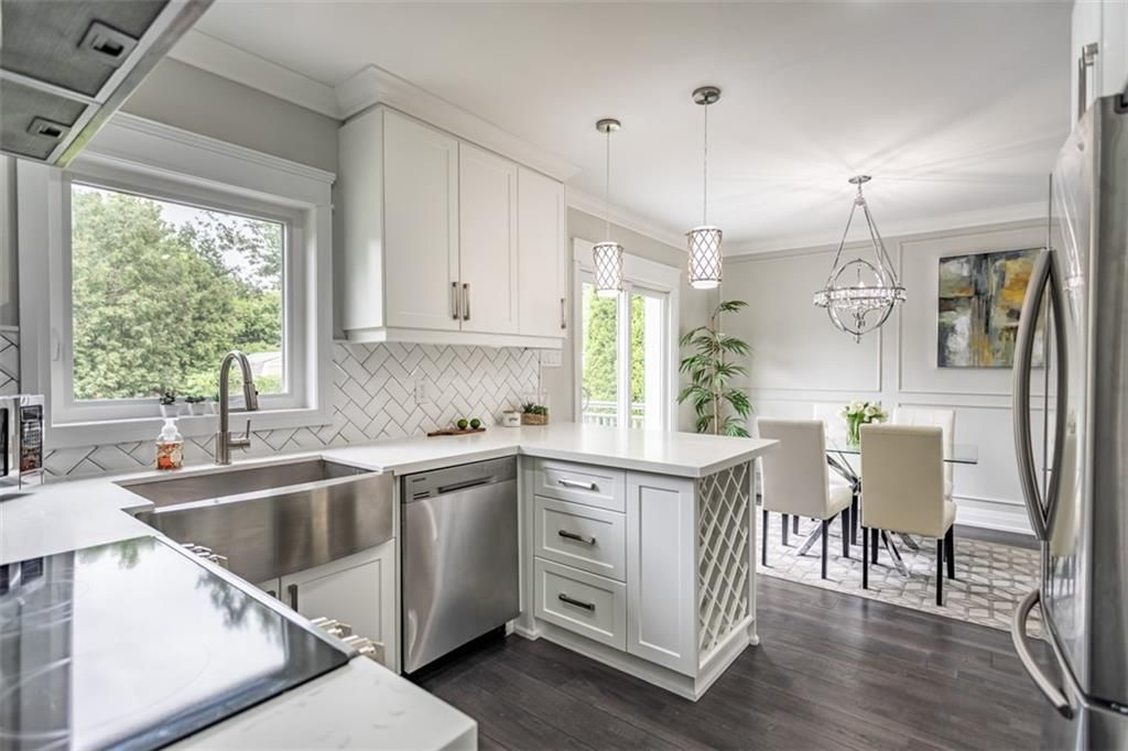 Photo 4: Photos: 2221 COURTLAND Drive in Burlington: Residential for sale : MLS®# H4084353