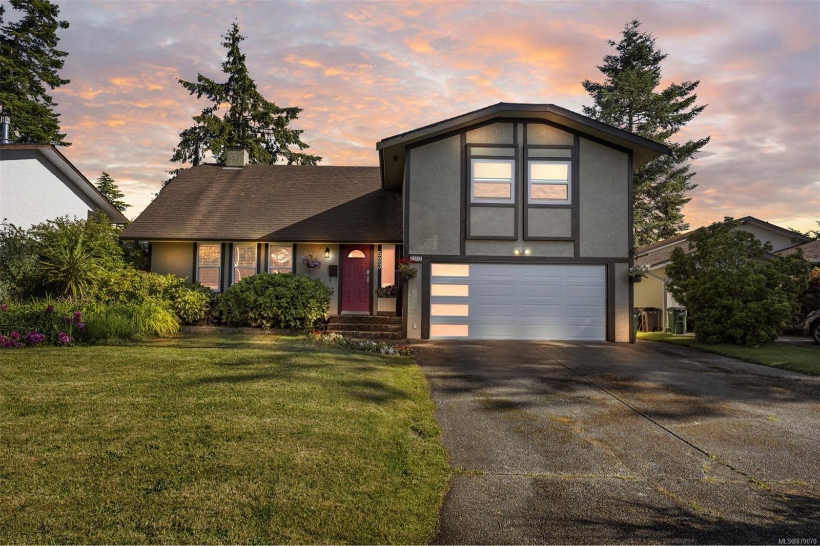 Main Photo: 523 Leaside Pl in Saanich: SW Glanford House for sale (Saanich West)  : MLS®# 879070