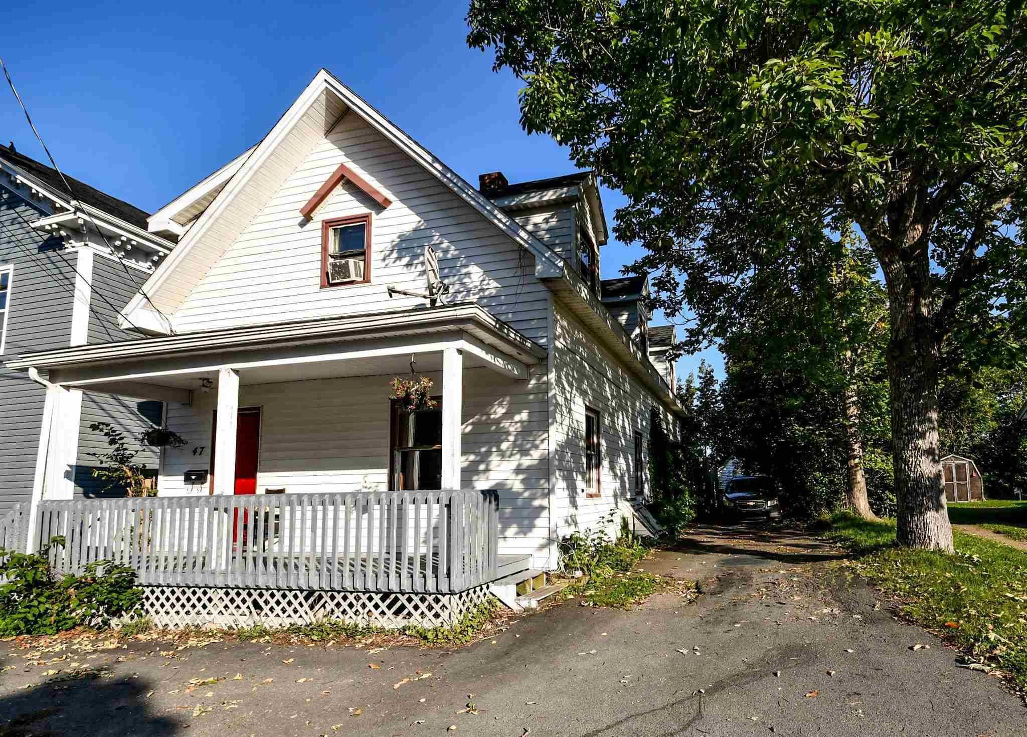 Main Photo: 47 Cottage Street in Windsor: 403-Hants County Residential for sale (Annapolis Valley)  : MLS®# 202124226