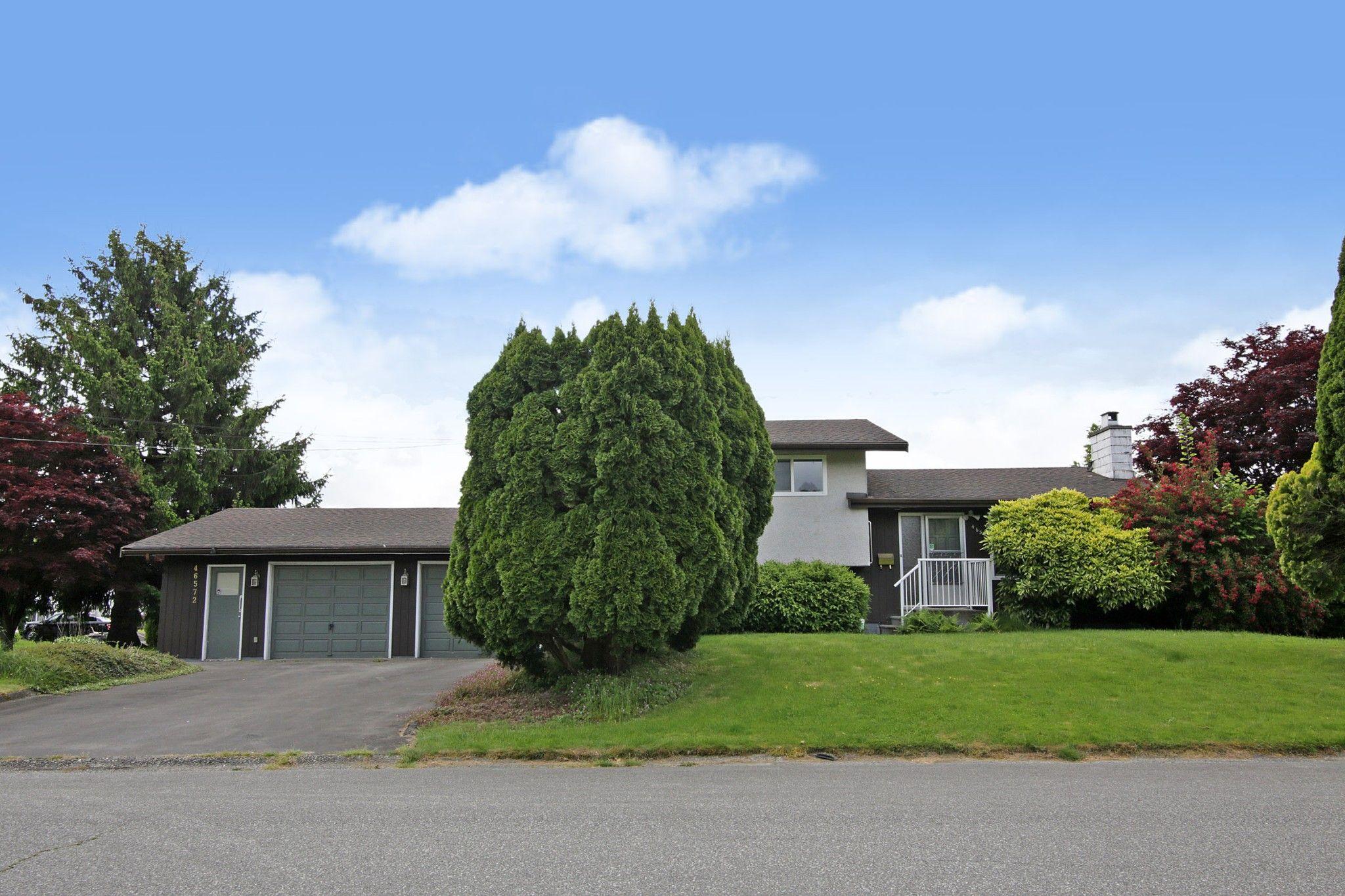 Main Photo: 46572 MONTANA Drive in Chilliwack: Fairfield Island House for sale : MLS®# R2585767