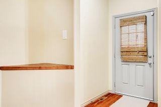 Photo 2: 3 10640 81 Avenue in Edmonton: Zone 15 House Half Duplex for sale : MLS®# E4261792