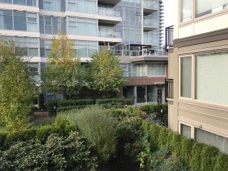 """Photo 9: 311 1128 KENSAL Place in Coquitlam: New Horizons Condo for sale in """"CELADON HOUSE"""" : MLS®# R2220939"""