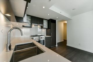 """Photo 5: 2102 5470 ORMIDALE Street in Vancouver: Collingwood VE Condo for sale in """"WALL CENTRE CENTRAL PARK 3"""" (Vancouver East)  : MLS®# R2537972"""