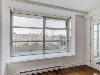 """Photo 11: 204 4375 W 10TH Avenue in Vancouver: Point Grey Condo for sale in """"The Varsity"""" (Vancouver West)  : MLS®# R2552003"""