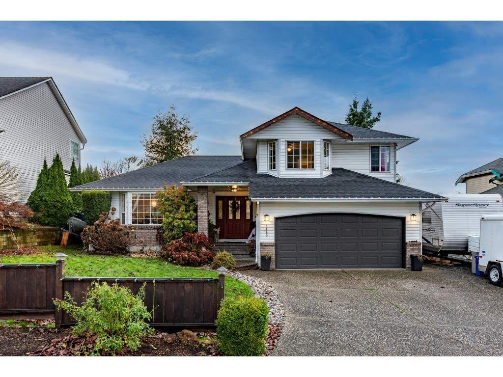 Main Photo: 5465 ALPINE Crescent in Chilliwack: Promontory House for sale (Sardis)  : MLS®# R2557430
