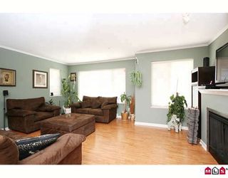 """Photo 3: 27 5388 201A Street in Langley: Langley City Townhouse for sale in """"THE COURTYARD"""" : MLS®# F2919869"""