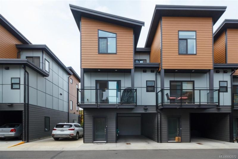 FEATURED LISTING: 116 - 687 Strandlund Ave Langford
