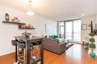 """Photo 10: 1803 280 ROSS Drive in New Westminster: Fraserview NW Condo for sale in """"THE CARLYLE"""" : MLS®# R2376749"""