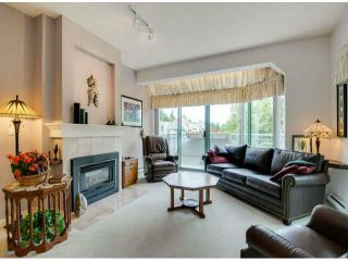 """Photo 3: 403 1765 MARTIN Drive in Surrey: Sunnyside Park Surrey Condo for sale in """"SOUTHWYND"""" (South Surrey White Rock)  : MLS®# F1415442"""
