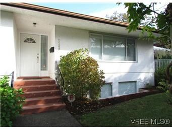 Main Photo: 2205 Victor Street in VICTORIA: Vi Fernwood Residential for sale (Victoria)  : MLS®# 300654
