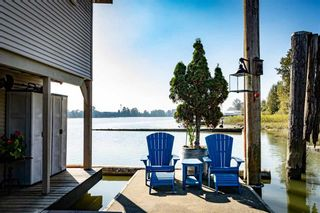 """Photo 3: 1 800 SOUTH DYKE Road in New Westminster: Queensborough House for sale in """"Queensborough Marina"""" : MLS®# R2548322"""