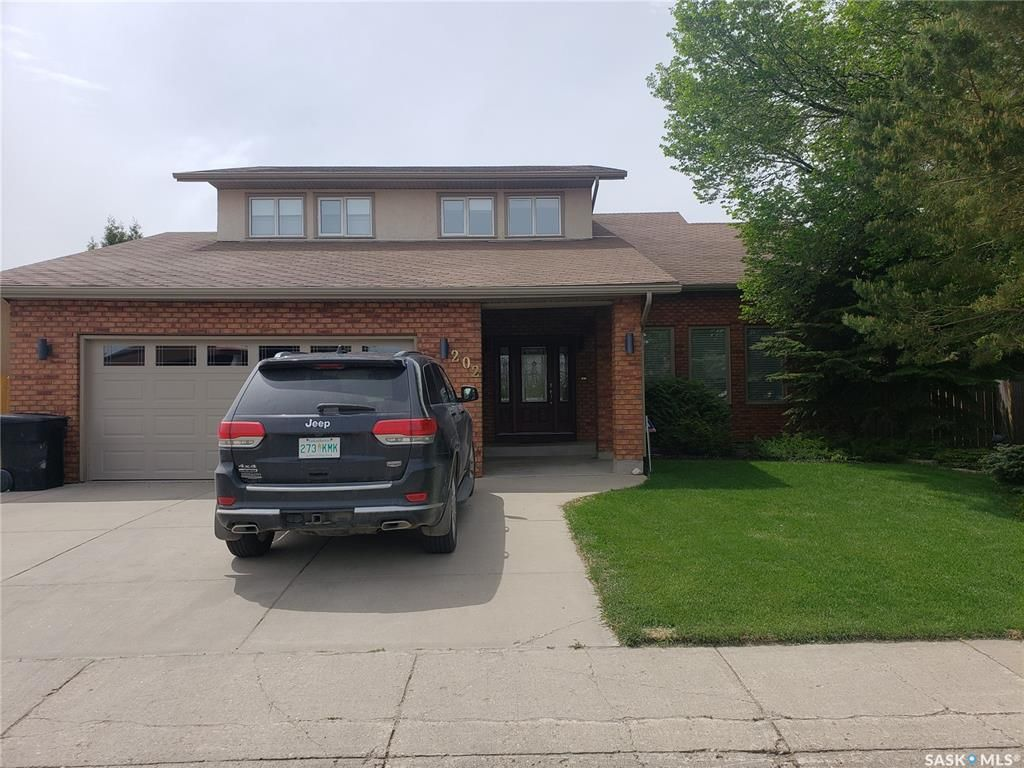 Main Photo: 202 Stillwater Drive in Saskatoon: Lakeview SA Residential for sale : MLS®# SK856975
