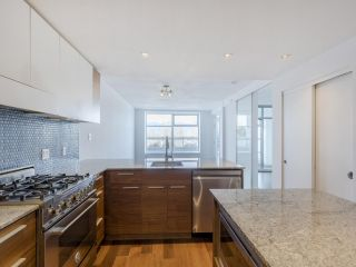 """Photo 5: 204 4375 W 10TH Avenue in Vancouver: Point Grey Condo for sale in """"The Varsity"""" (Vancouver West)  : MLS®# R2552003"""