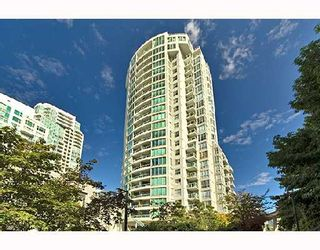 """Photo 1: PH1 1500 HOWE Street in Vancouver: False Creek North Condo for sale in """"DISCOVERY"""" (Vancouver West)  : MLS®# V677666"""