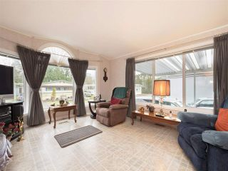 """Photo 2: 81 2270 196 Street in Langley: Brookswood Langley Manufactured Home for sale in """"Pineridge Park"""" : MLS®# R2224829"""
