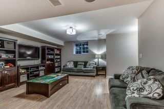 """Photo 14: 18068 70 Avenue in Surrey: Cloverdale BC Condo for sale in """"Provinceton"""" (Cloverdale)  : MLS®# R2186482"""