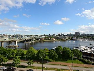 """Photo 2: 1003 1033 MARINASIDE Crescent in Vancouver: Yaletown Condo for sale in """"Quaywes"""" (Vancouver West)  : MLS®# R2007255"""