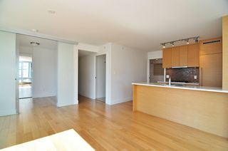 "Photo 4: 1601 565 SMITHE Street in Vancouver: Downtown VW Condo for sale in ""VITA"" (Vancouver West)  : MLS®# R2013406"