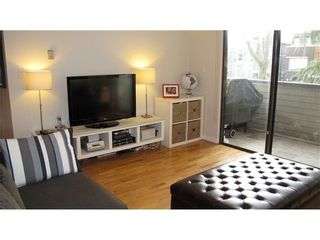 Photo 3: 212 1424 WALNUT Street in Vancouver West: Home for sale : MLS®# V986210