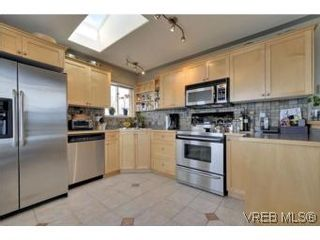 Photo 4: 857 Rainbow Cres in : SE High Quadra House for sale (Saanich East)  : MLS®# 534350