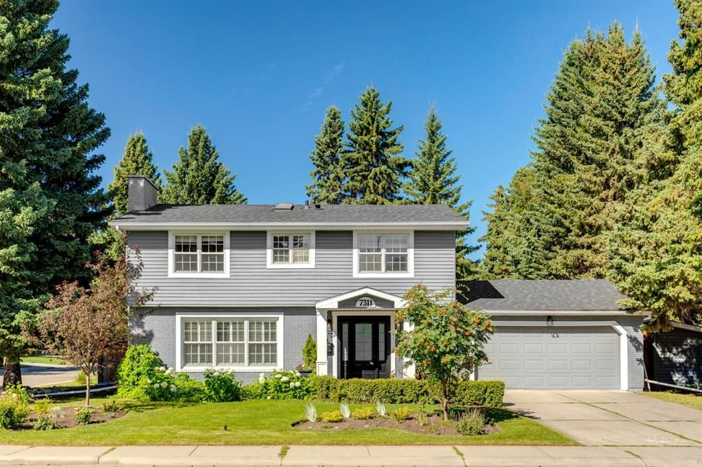 Main Photo: 7311 11 Street SW in Calgary: Kelvin Grove Detached for sale : MLS®# A1049038