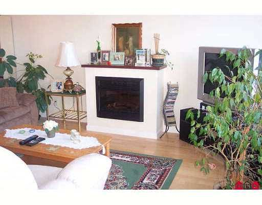 """Photo 4: Photos: 15380 102A Ave in Surrey: Guildford Condo for sale in """"Charlton Park"""" (North Surrey)  : MLS®# F2622859"""