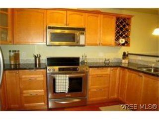 Photo 2: 210 1620 McKenzie Ave in VICTORIA: SE Lambrick Park Condo for sale (Saanich East)  : MLS®# 485676