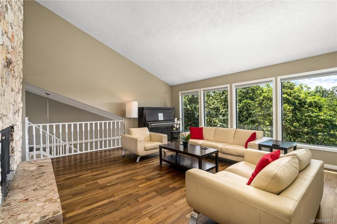 Photo 6: Photos: 950 Easter Rd in Saanich: SE Quadra House for sale (Saanich East)  : MLS®# 843512