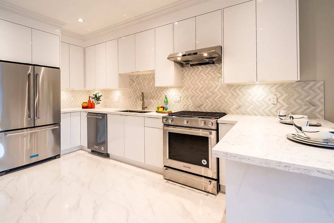 "Photo 16: Photos: 101 6571 NO. 4 Road in Richmond: Garden City Townhouse for sale in ""QURESHA GARDENS"" : MLS®# R2525392"