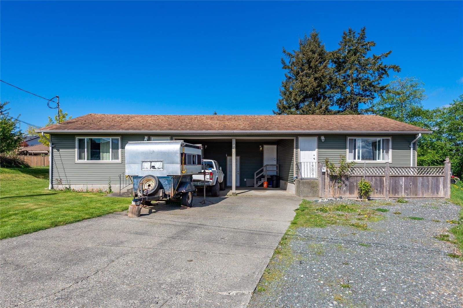 Main Photo: A 937 Watson Cres in : CR Campbell River West Half Duplex for sale (Campbell River)  : MLS®# 875358