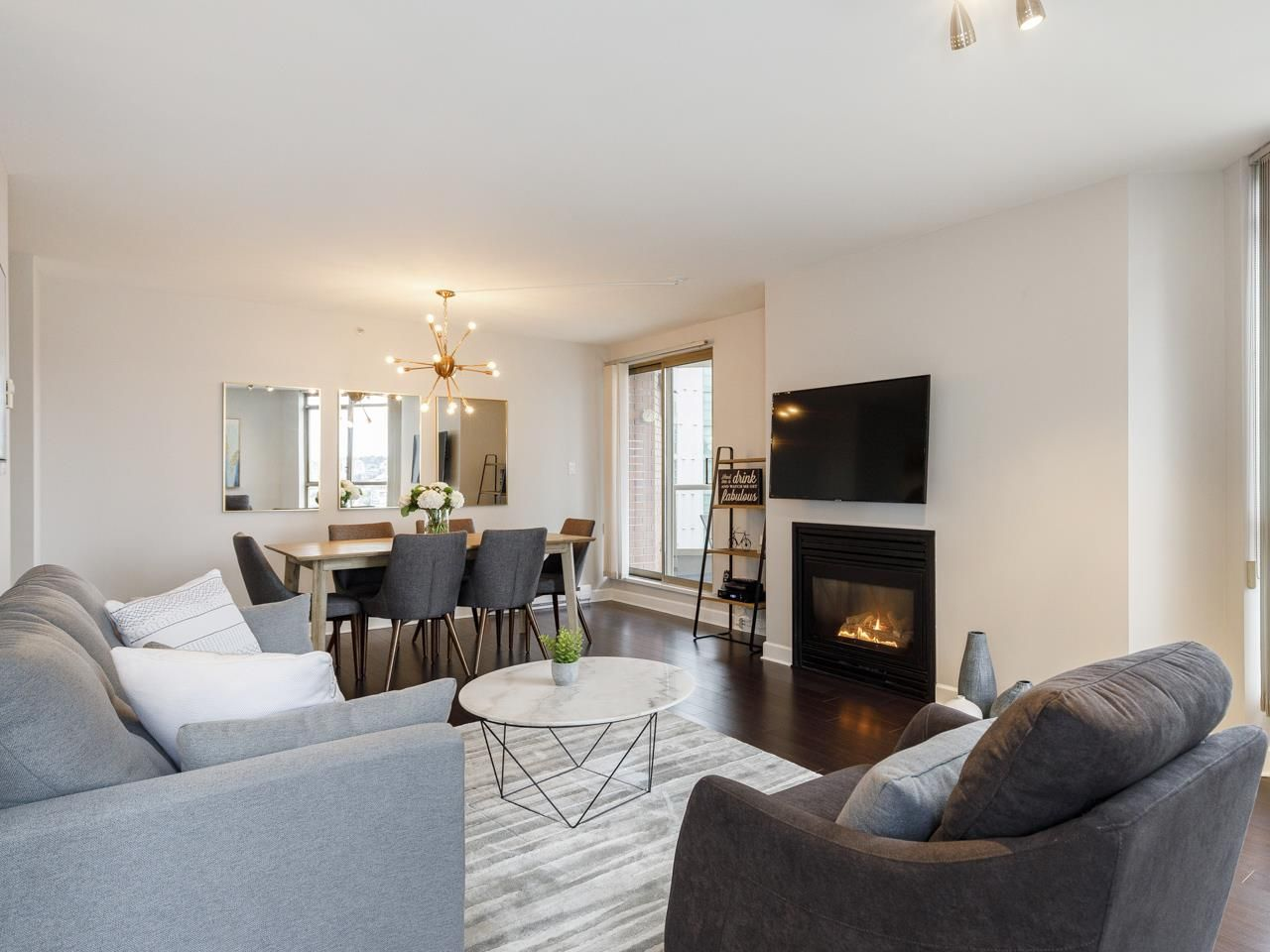 Main Photo: 2003 867 HAMILTON STREET in Vancouver: Downtown VW Condo for sale (Vancouver West)  : MLS®# R2519706